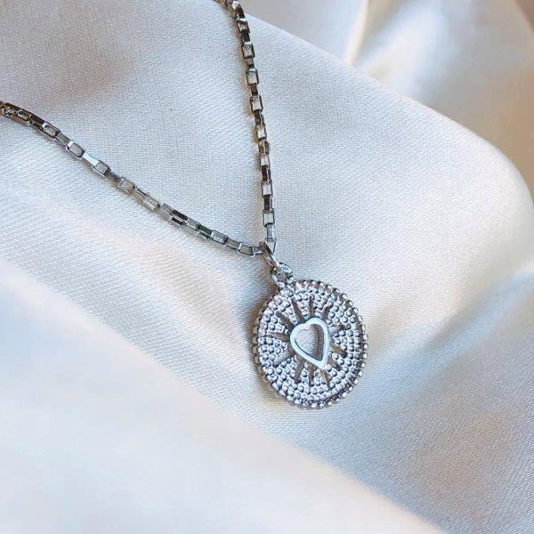 Colar Medalha Coração Banhado em Ródio Branco