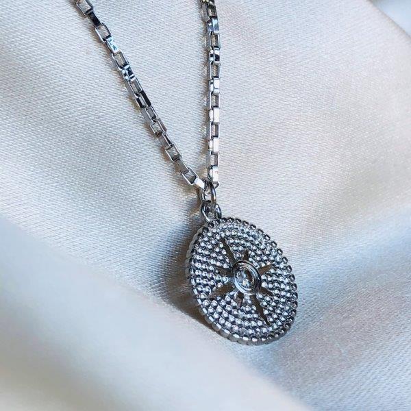 Colar Medalha Estrela Banhado em Ródio Branco