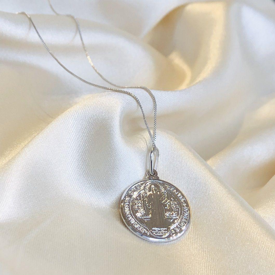 Colar Medalha São Bento Banhado em Ródio Branco