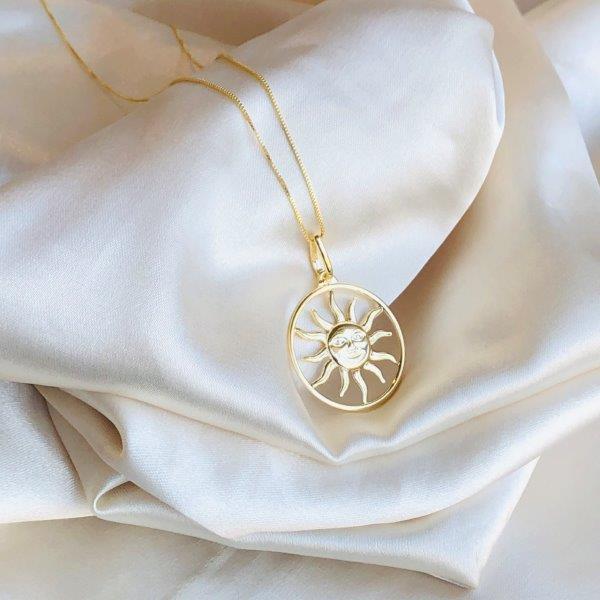 Colar Medalha Sol Banhado em Ouro 18k