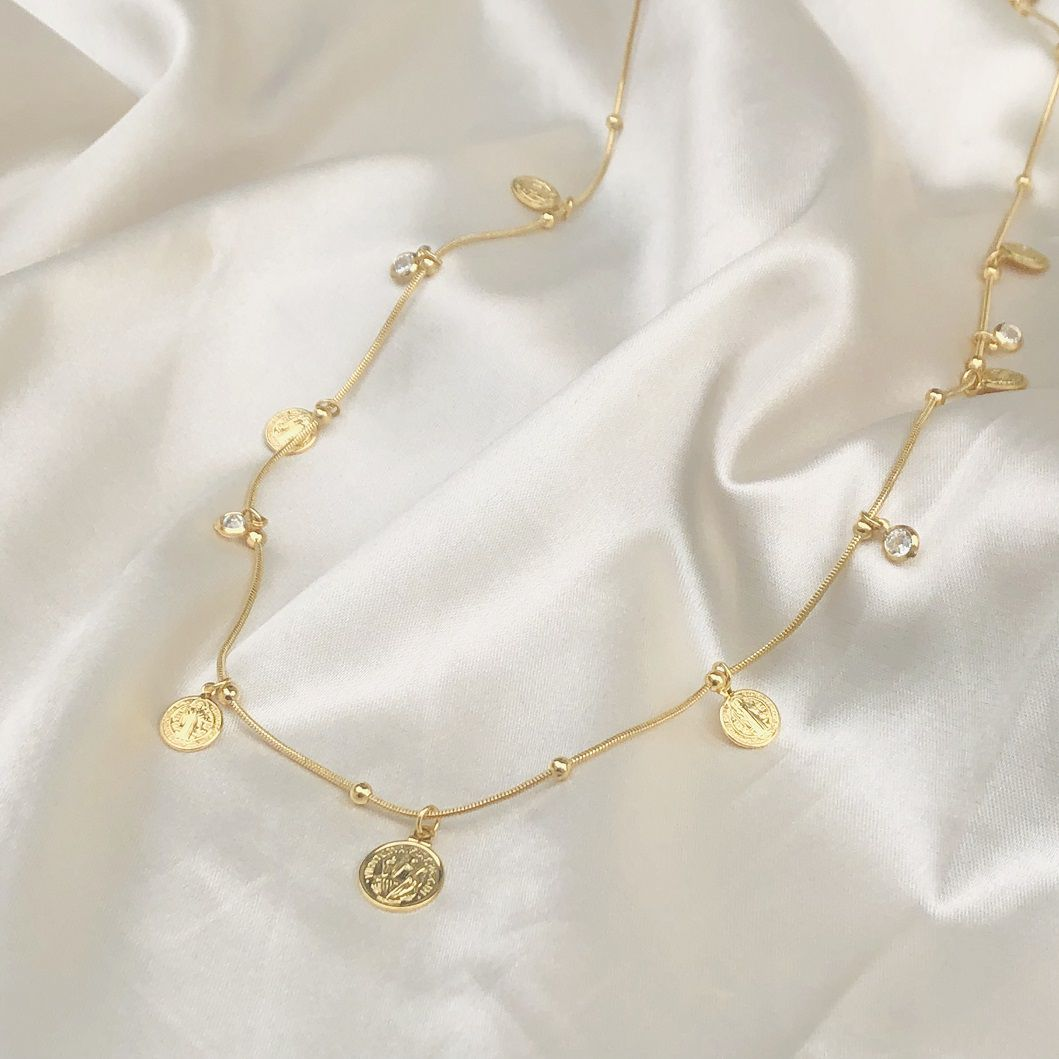 Colar Medalhinhas São Bento e Pingentes de Zircônias Banhado em Ouro 18k