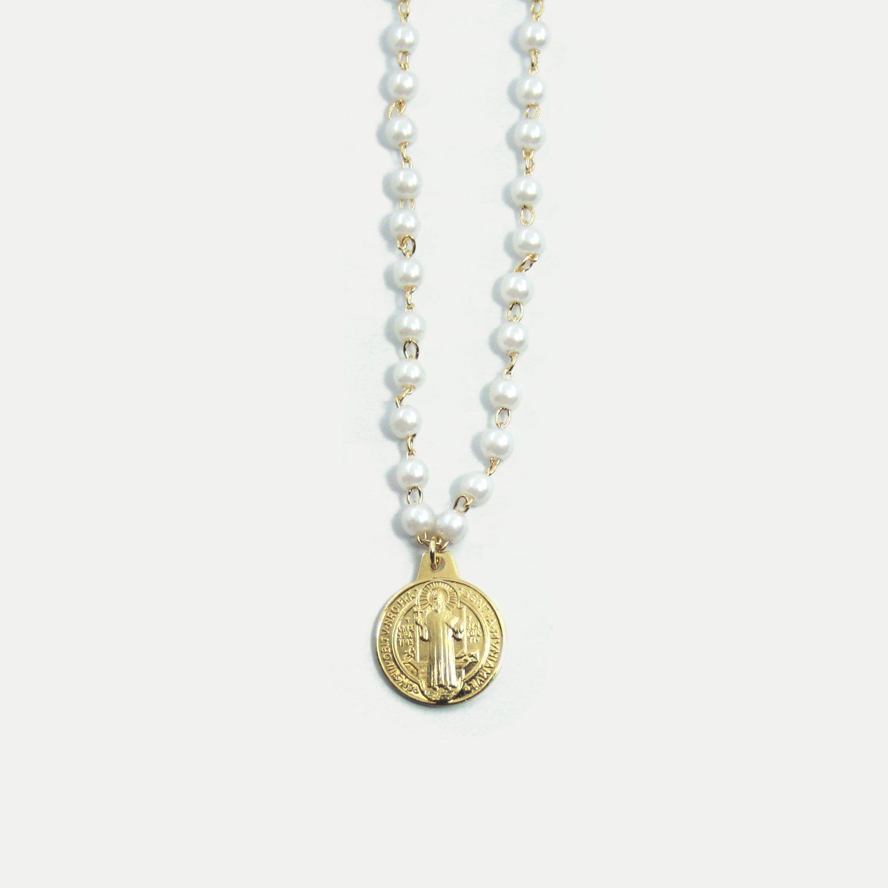 Colar Pérolas com Medalha de São Bento Banhado em Ouro 18k