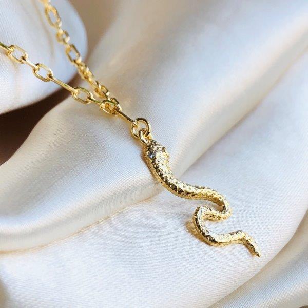 Colar Pingente Cobra Cravejada Banhada em Ouro 18k