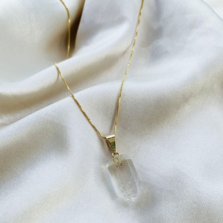 Colar Ponta de Cristal Banhado em Ouro 18k