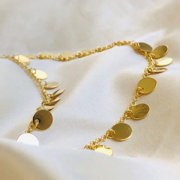 Colar Triplo de Medalhinhas Banhado em Ouro 18k