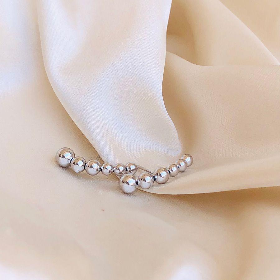 Earhook de Bolinhas Banhado em Ródio Branco