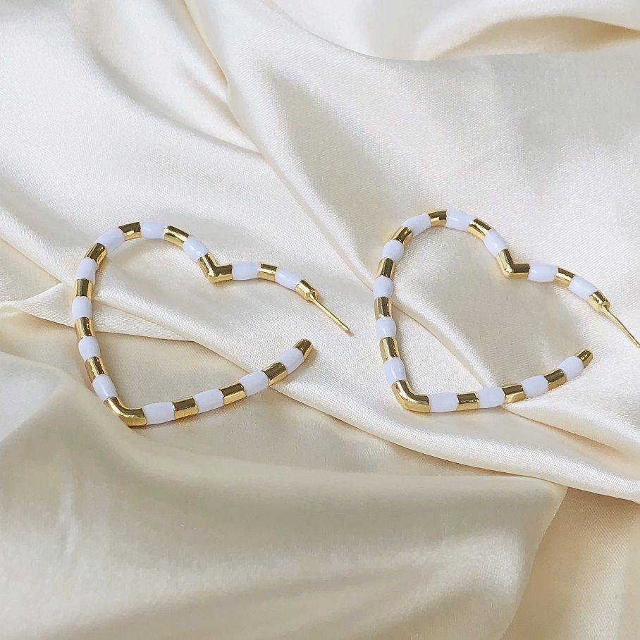 Maxi Argola Coração Resina Branca Banhado em Ouro 18k