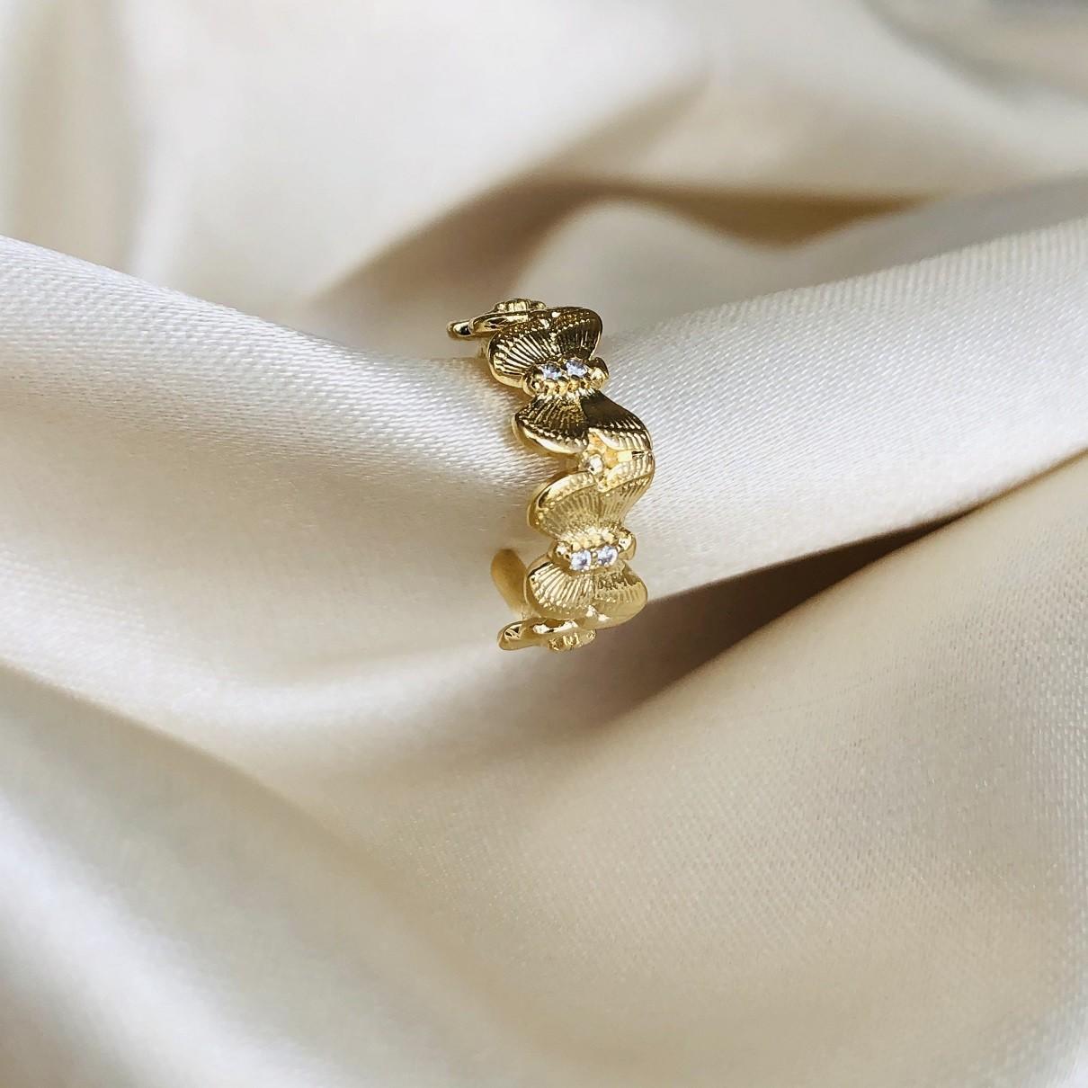 Piercing de Pressão com Borboletas Banhada em Ouro 18k