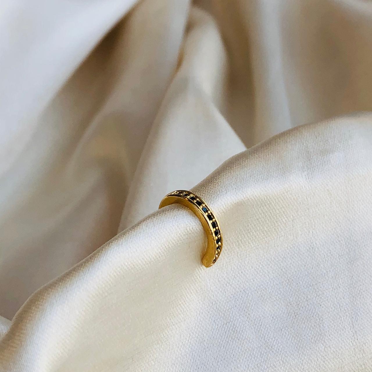 Piercing de Pressão Micro Zircônias Ônix Banhado em Ouro 18k
