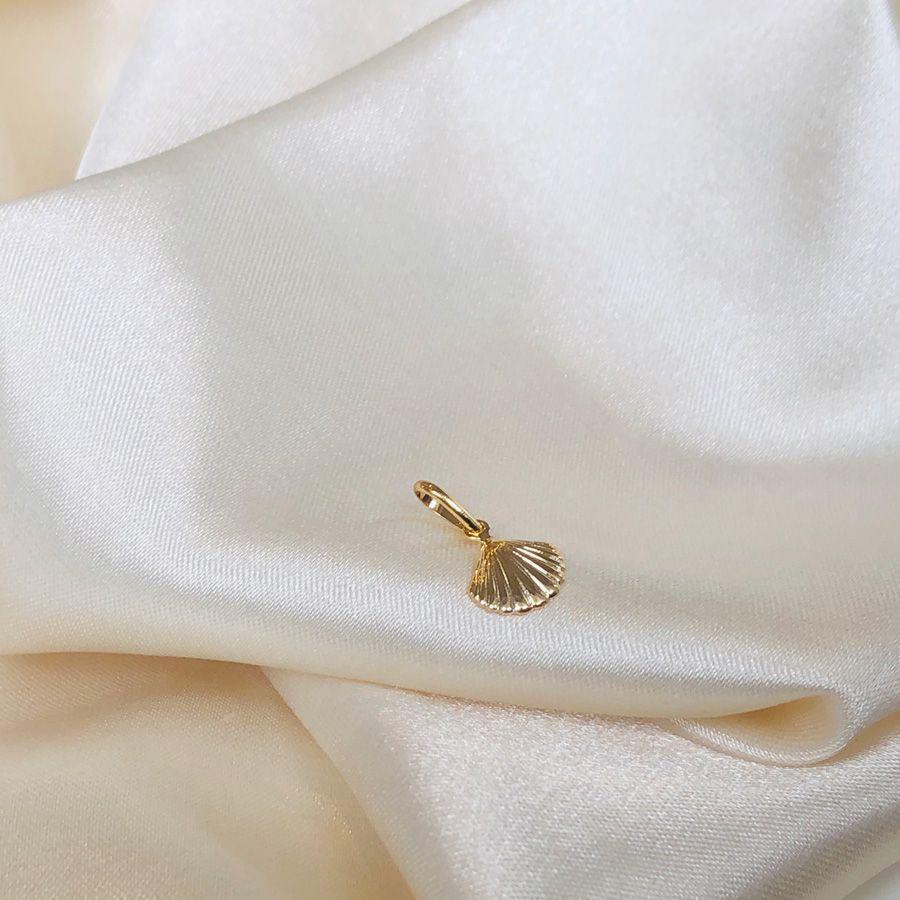 Pingentinho Conchinha Banhado em Ouro 18k