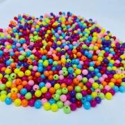 Bolinha de plastico multicolor  6mm 25 gr