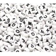 Miçanga de letra preto e branco 6mm 25 gramas