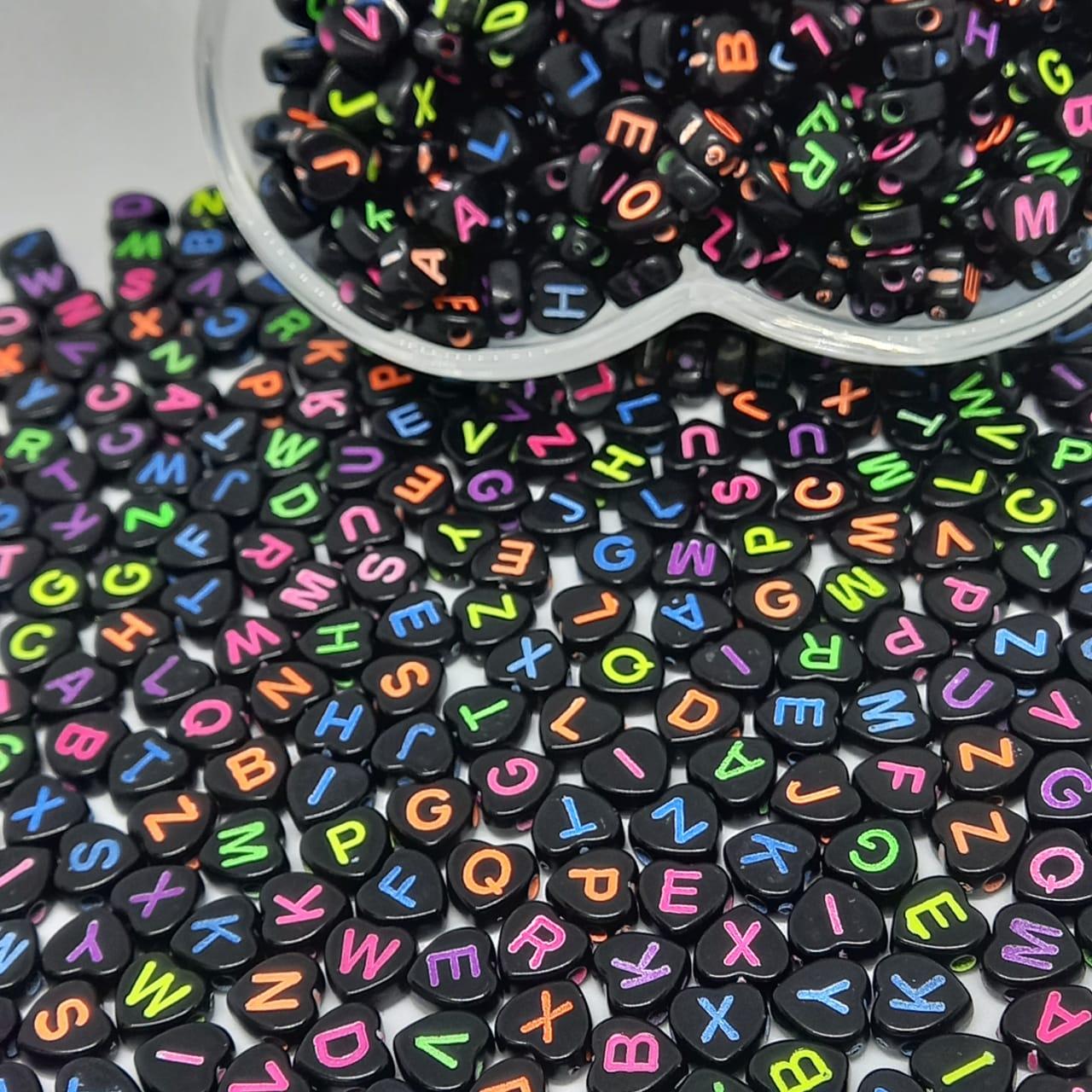 Coração preto c/ letra neon colorido 7mm- 25g