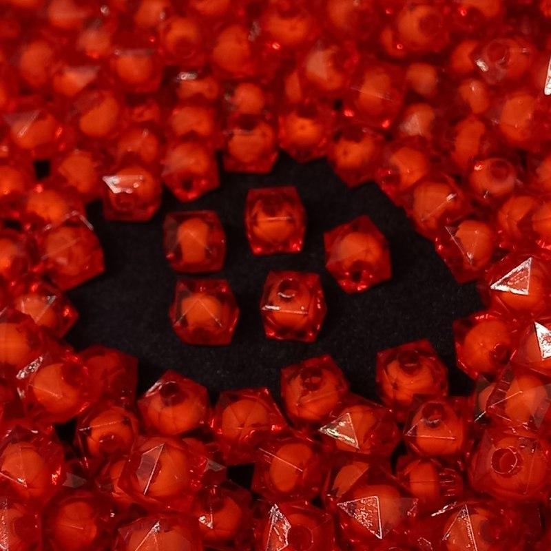 Cubinho  de acrilico vermelho   com miolo branco  8MM 25g