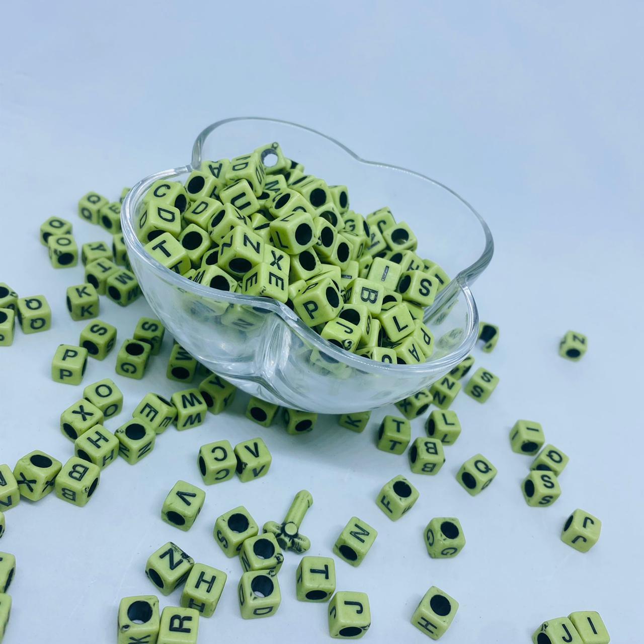 Cubo verde c/ Letras pretas 8mm - pacote 500g