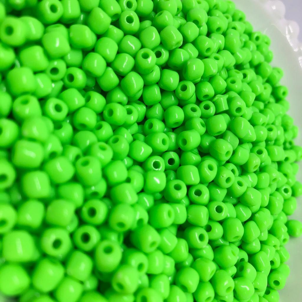 Miçanga de plástico verde neon 4.5 - 25g  - Palácio Dos Cristais