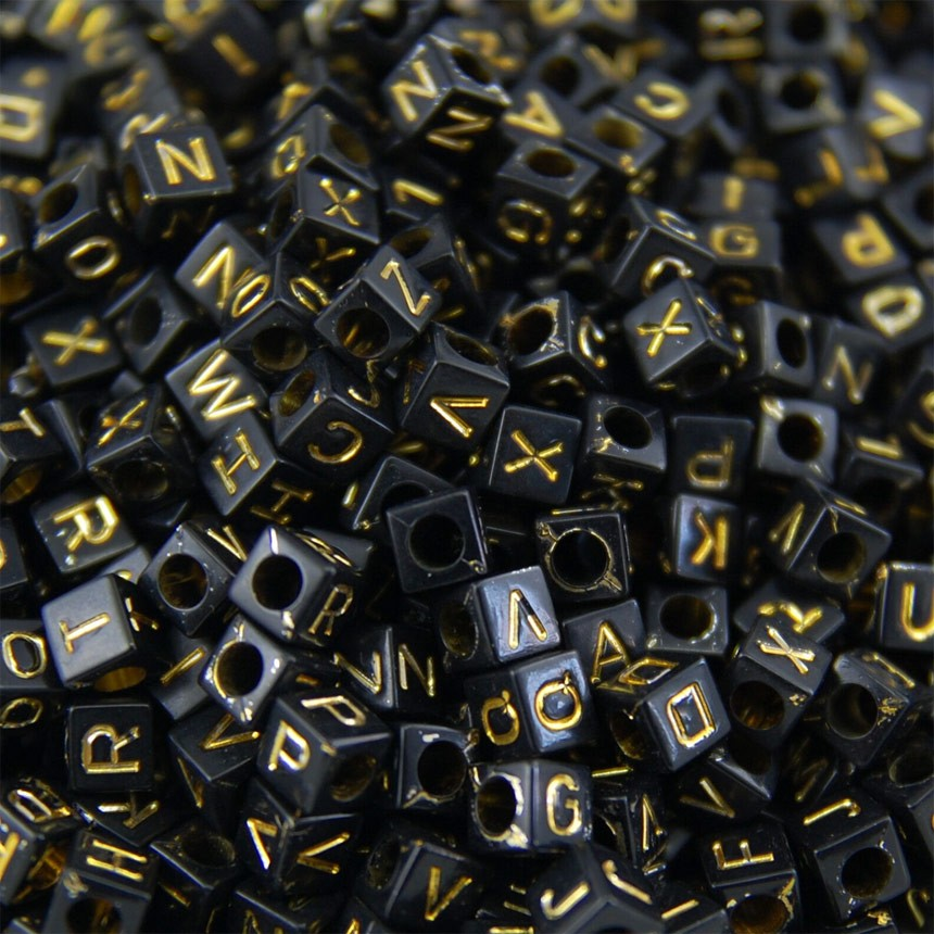 Cubo preto c/ letras dourado 6mm - 25g