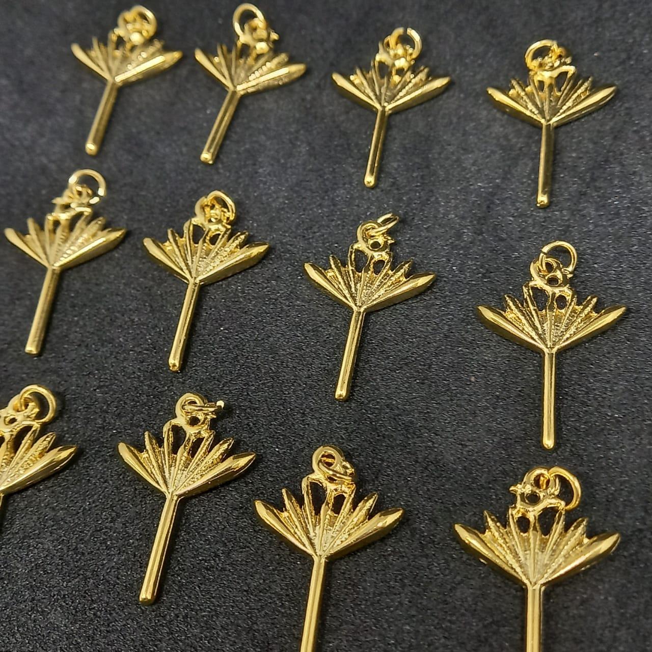 Pingente Assain dourado 26x17mm / unidade