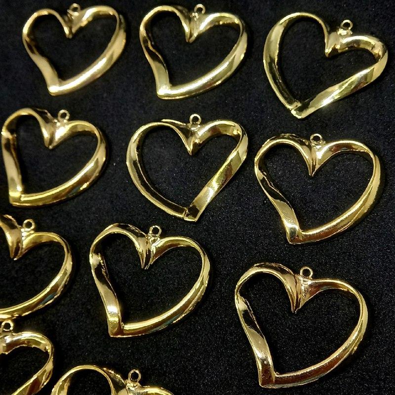 Pingente coração dourado G 27x30mm /unidade