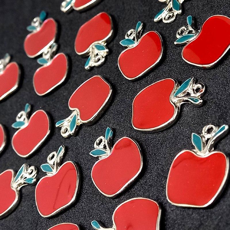 Pingente de maçã c/ prata 23x16mm /unidade