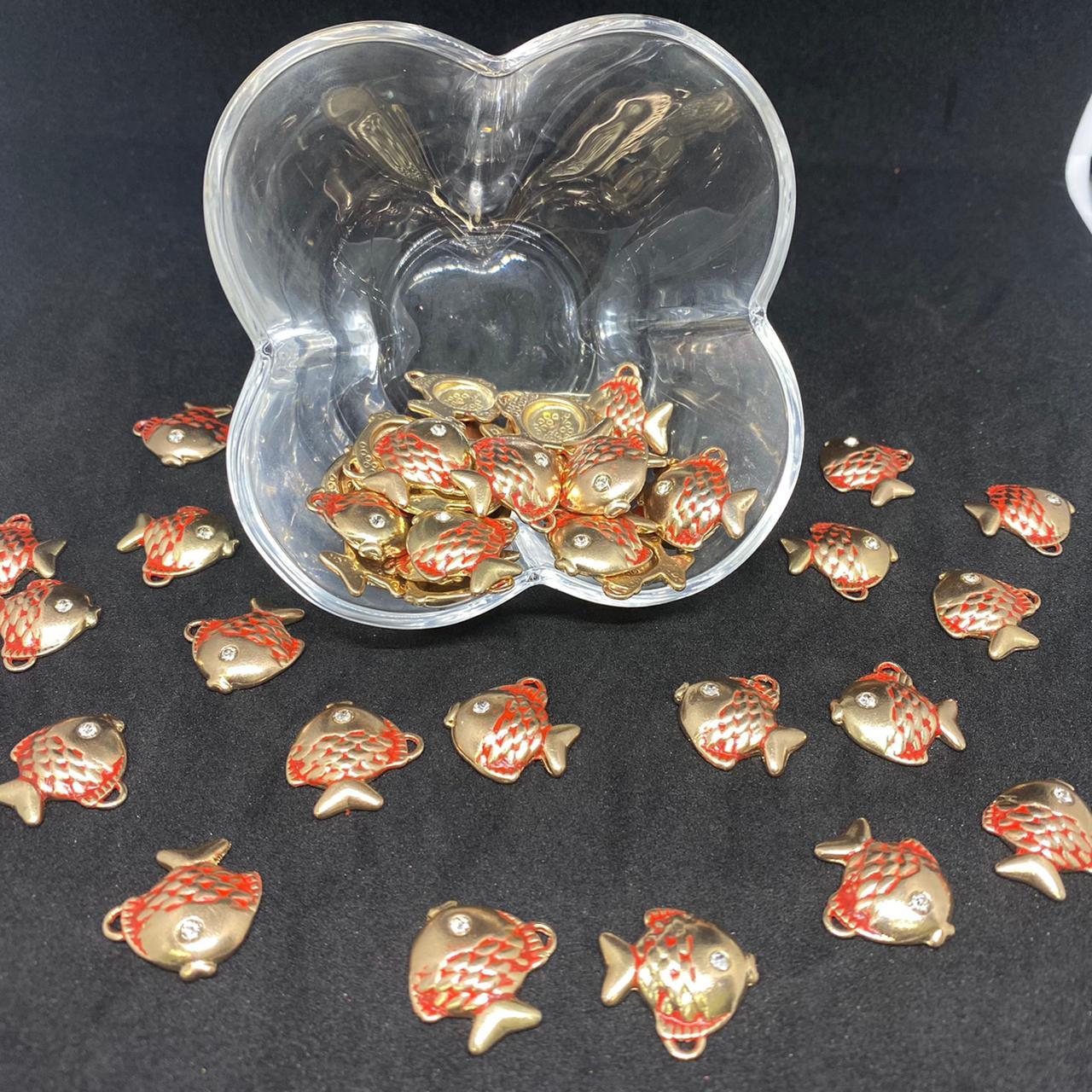 Pingente de peixe dourado c/ vermelho  19x19mm / unidade (5169)
