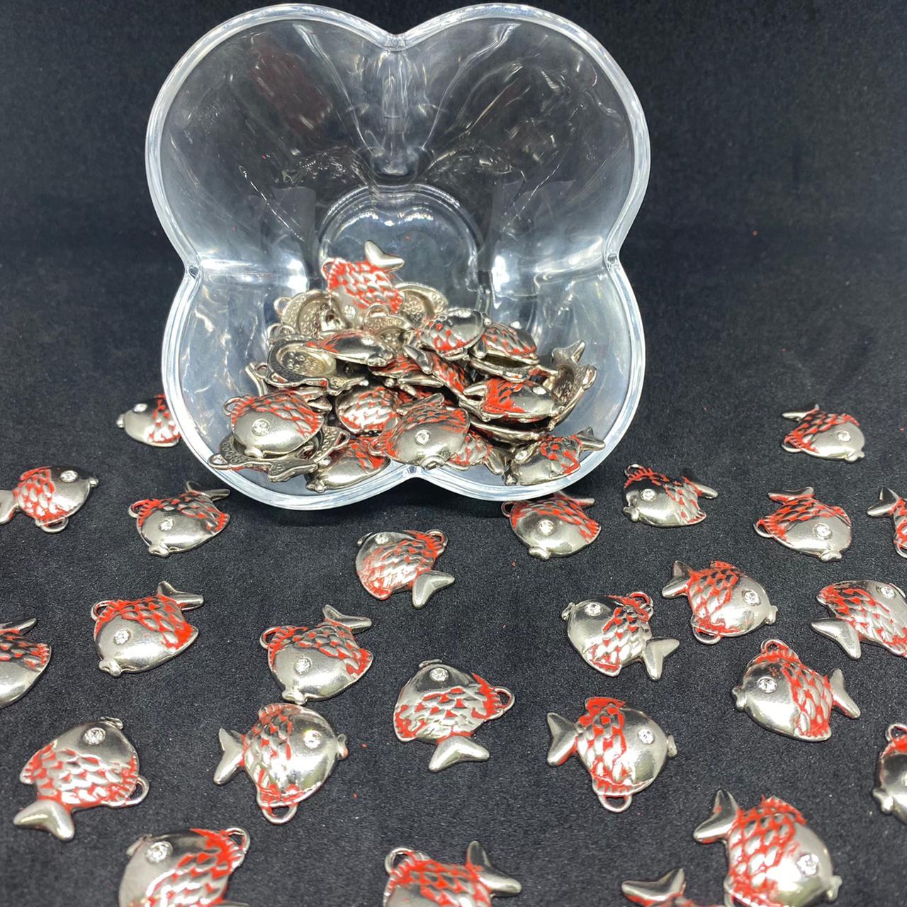 Pingente de peixe prata c/ vermelho  19x19mm / unidade (5171)