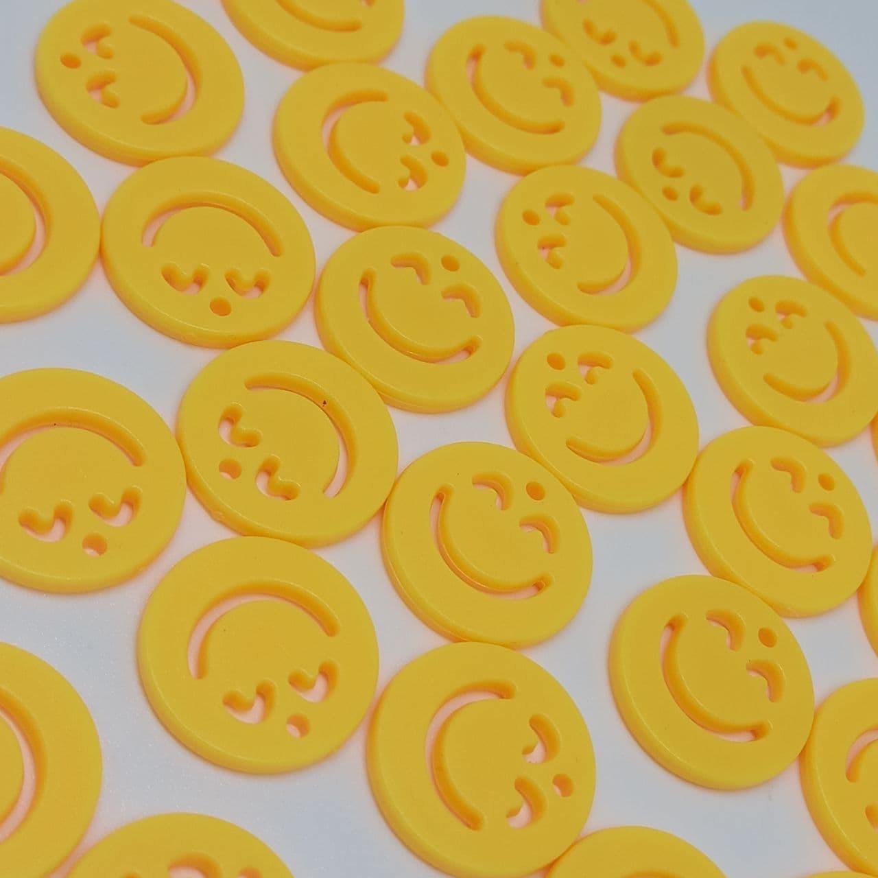 Pingente rostinho feliz amarelo 20mm- unidade