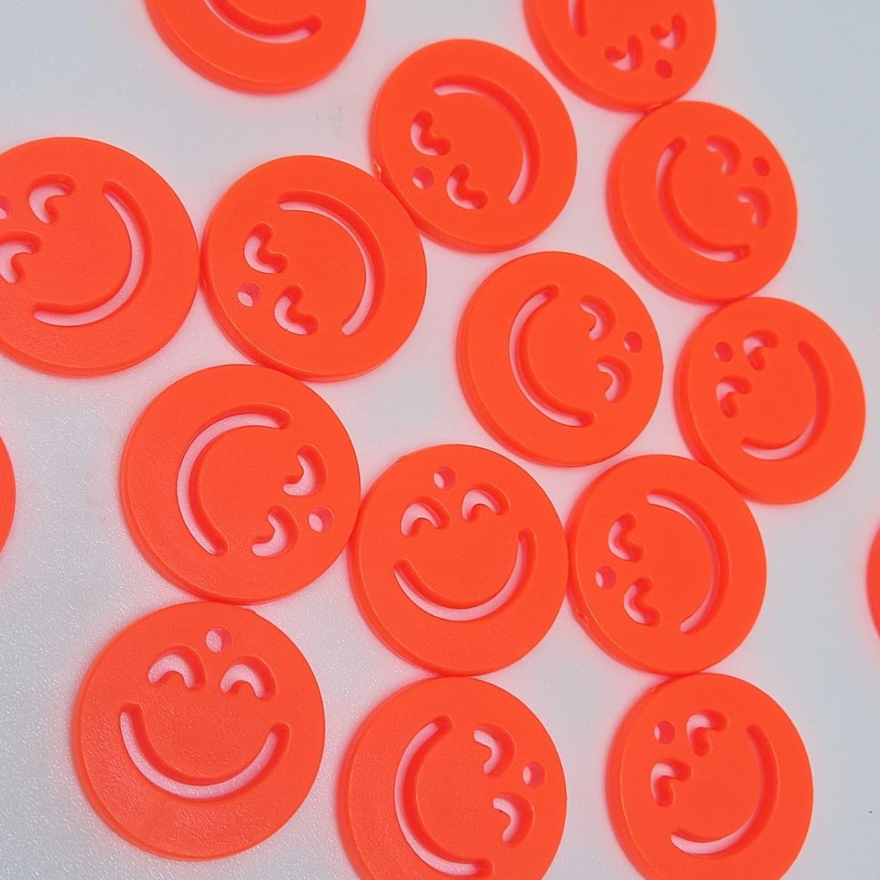 Pingente rostinho feliz laranja neon 20mm- unidade