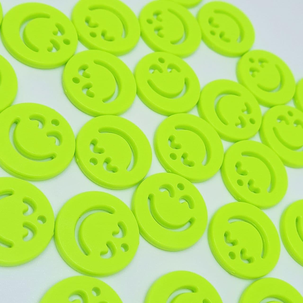 Pingente rostinho feliz verde neon 20mm- unidade