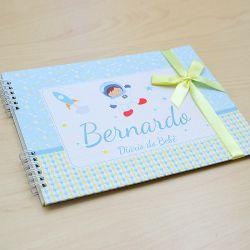 Álbum e diário do bebê para registrar momentos especiais personalizado no tema astronauta e espaço