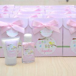 Lembrancinha de nascimento kit com hidratante e álcool em gel tema floral e jardim rosa