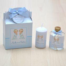 Lembrancinha caixinha com vela e água benta com mini terço anjinhos, gêmeos