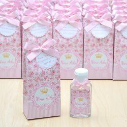 Lembrancinha de maternidade caixinha com álcool gel floral e coroa