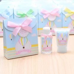 Lembrancinha de nascimento kit com hidratante e álcool em gel tema balões candy colors