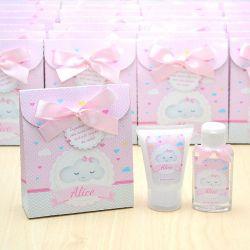 Lembrancinha de nascimento kit com hidratante e álcool em gel tema chuva de amor e nuvem rosa