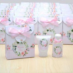Lembrancinha de nascimento kit com hidratante e álcool em gel tema floral