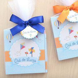 Lembrancinha personalizada caderno de anotaçoes e lápis tema balões e pipa