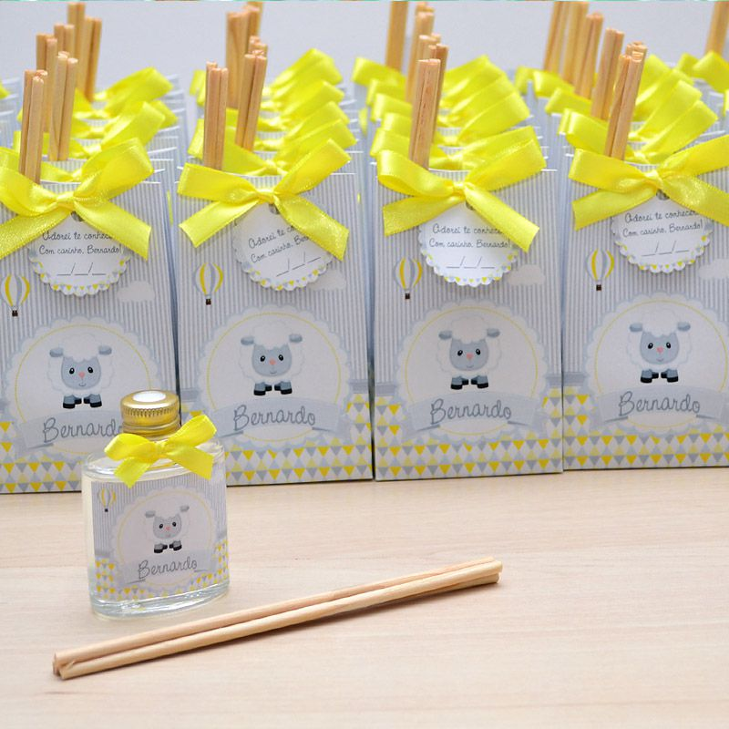 Lembrancinha caixinha com difusor de ambiente tema ovelhinha amarelo e cinza  - Valentina Milan Lembrancinhas