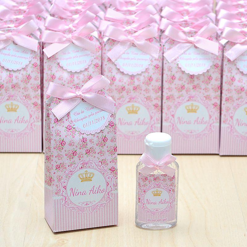 Lembrancinha de maternidade caixinha com álcool gel floral e coroa  - Valentina Milan Lembrancinhas