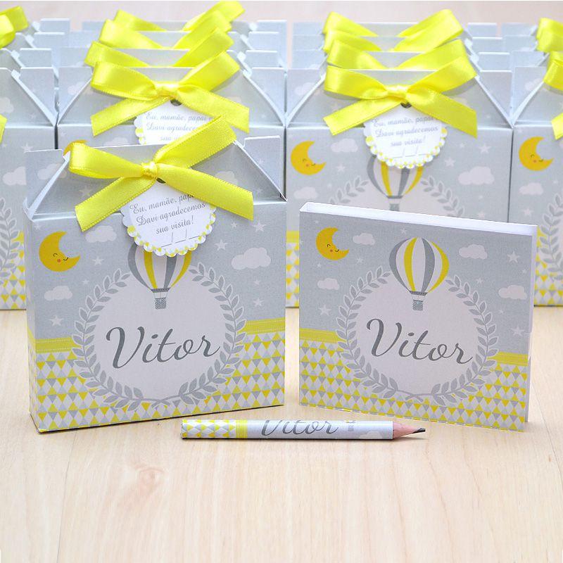 Lembrancinhas maternidade caixinha com bloquinho de anotações tema balões chevron cinza e amarelo  - Valentina Milan Lembrancinhas e Papelaria