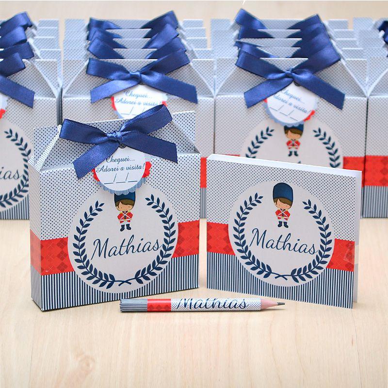 Lembrancinhas maternidade caixinha com bloquinho de anotações tema soldadinho de chumbo  - Valentina Milan Lembrancinhas
