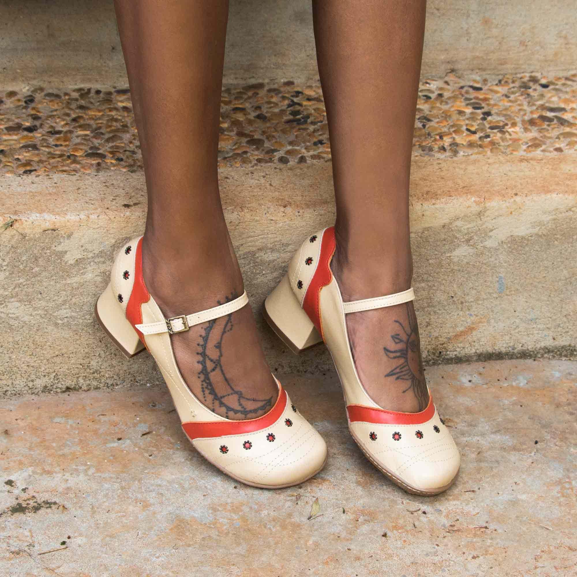 Sapato Retrô em couro Elizabeth