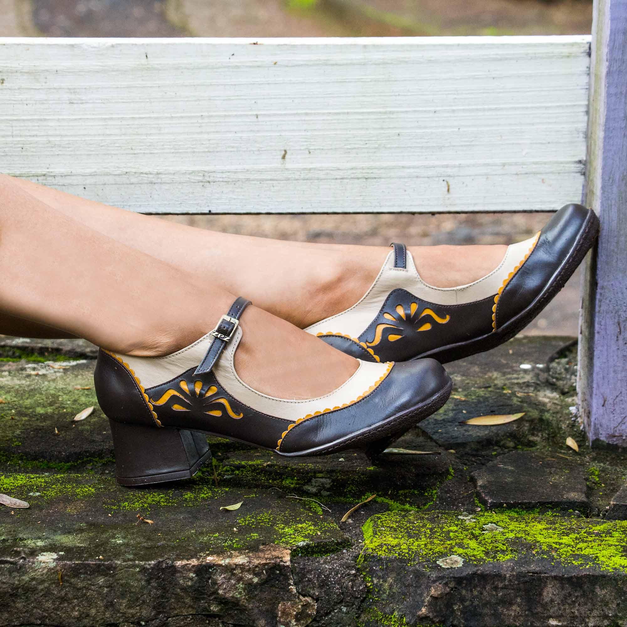 Sapato Retrô em couro Victoria