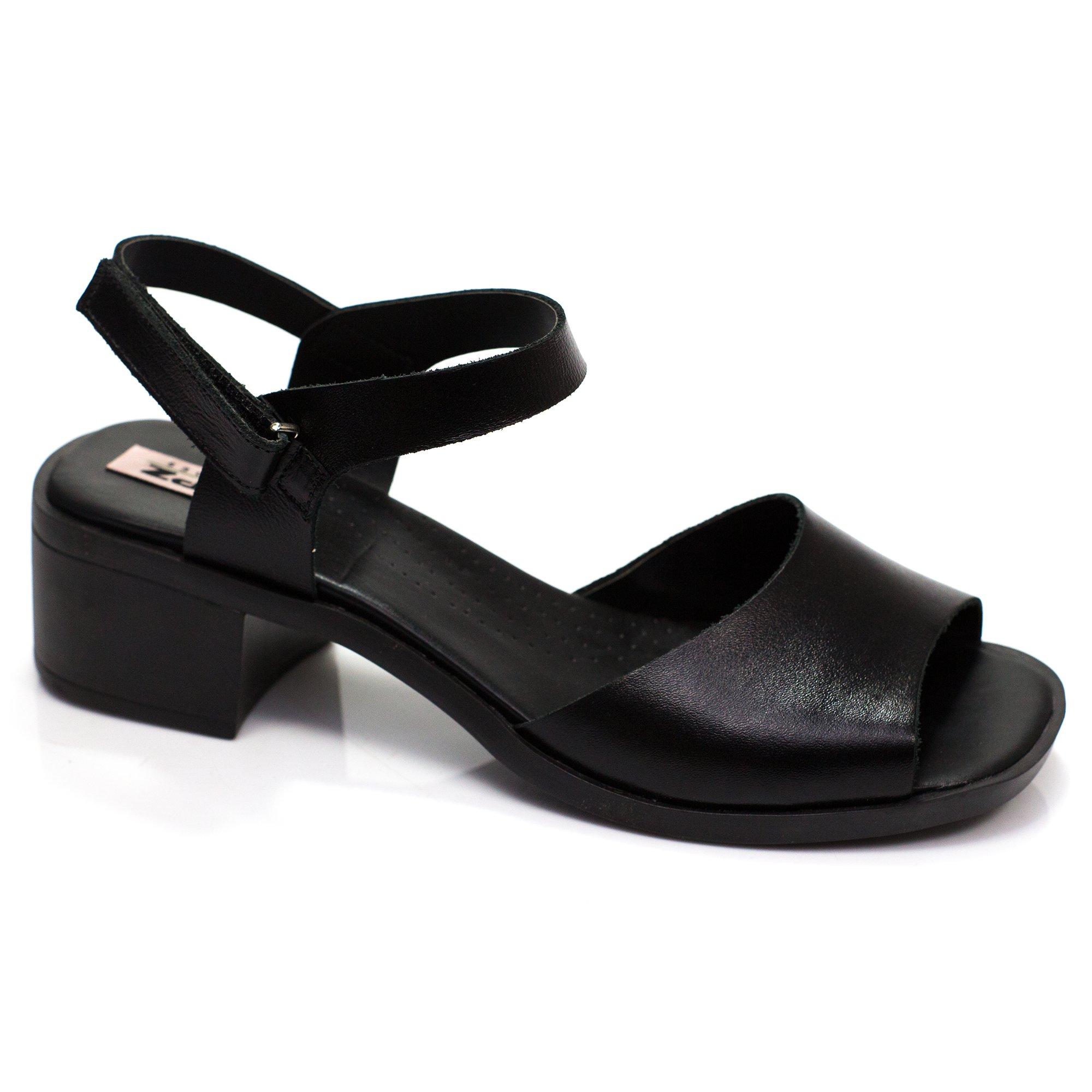 Sandália em couro Aleteia