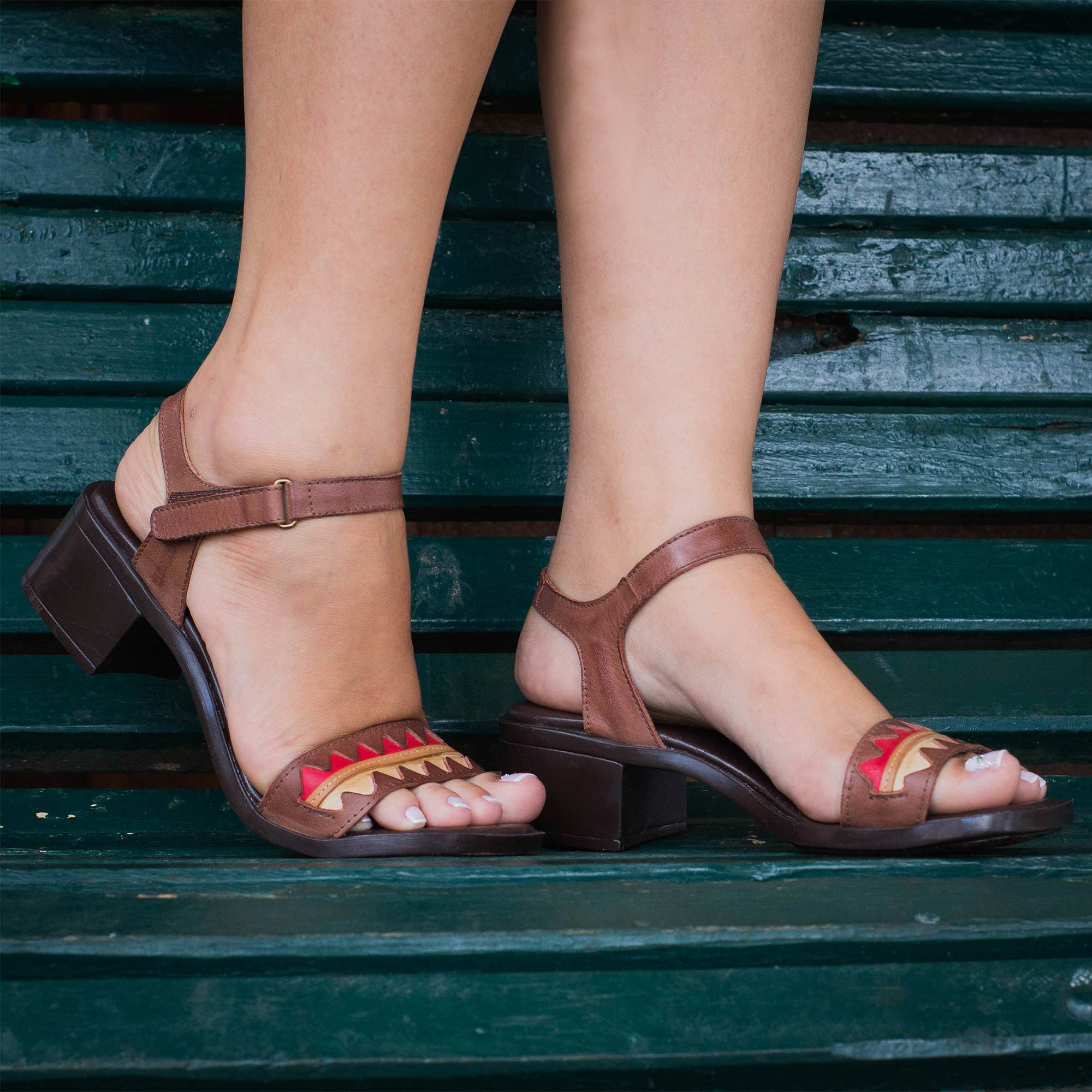 Sandália Retrô em couro Lantana