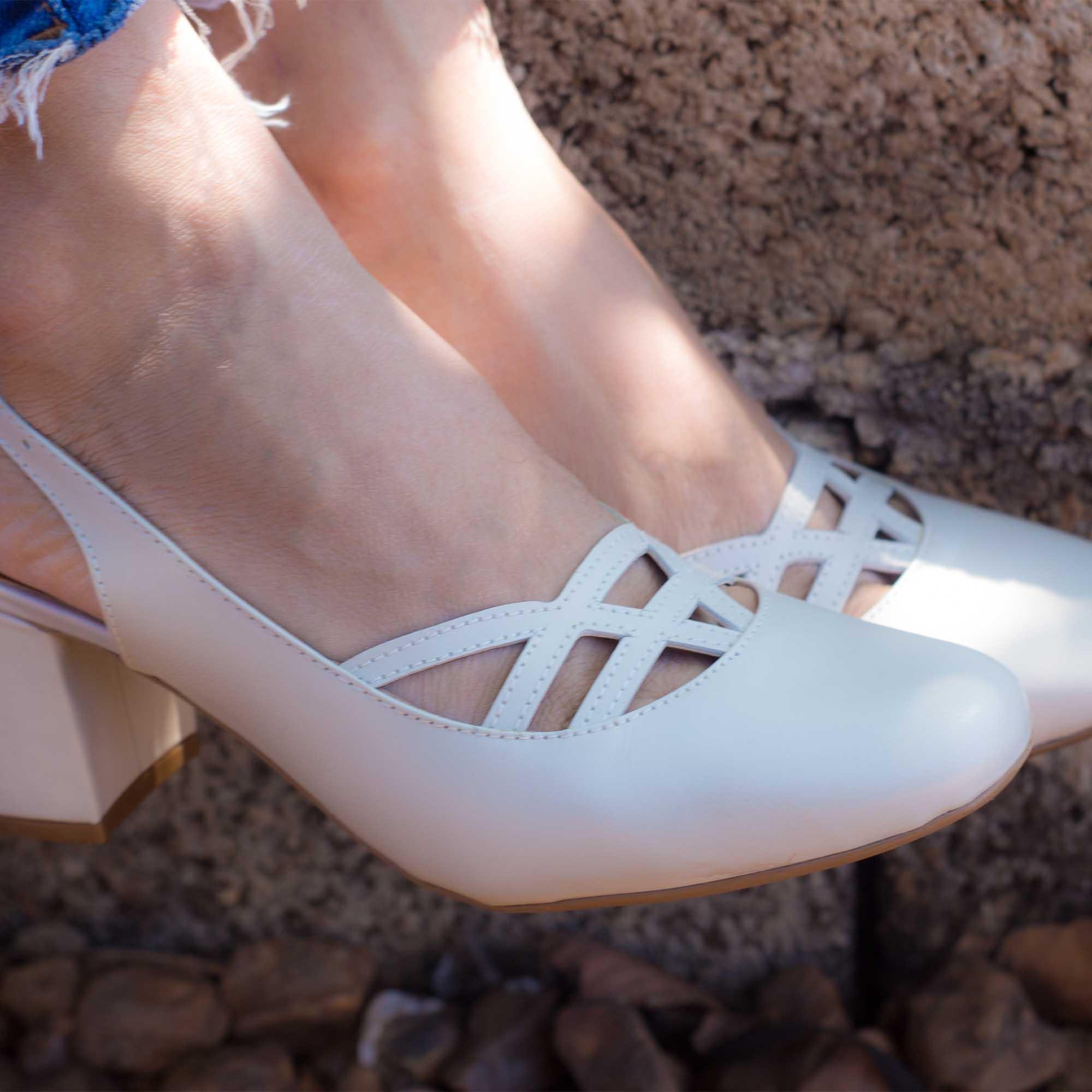 Sapato Boneca Retrô em couro Elisa