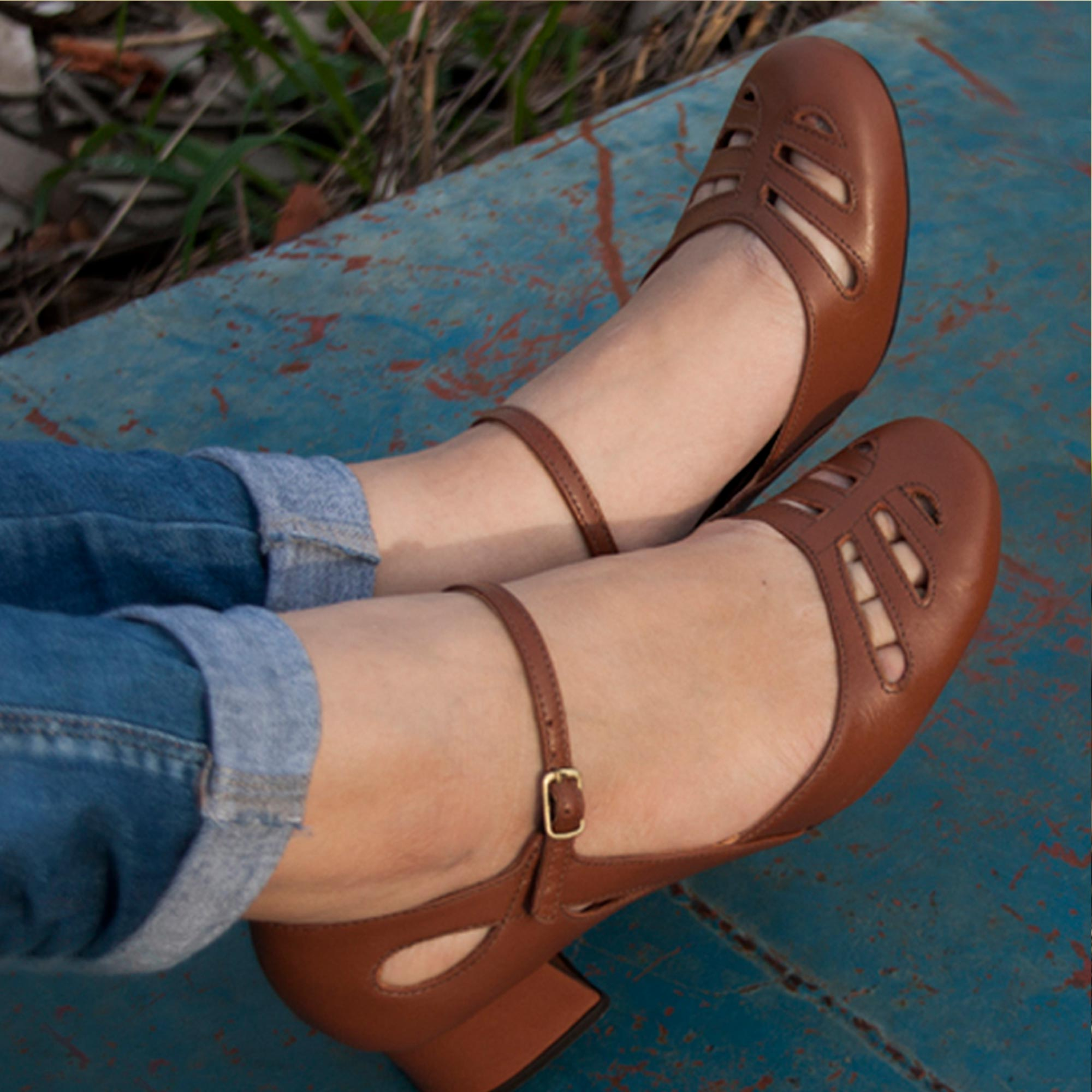 Sapato Boneca Retrô em couro Iasmin