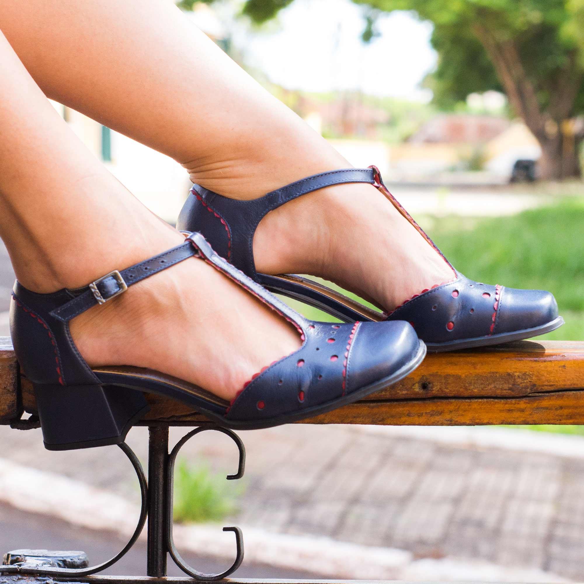 Sapato Boneca Retrô em couro Lolita