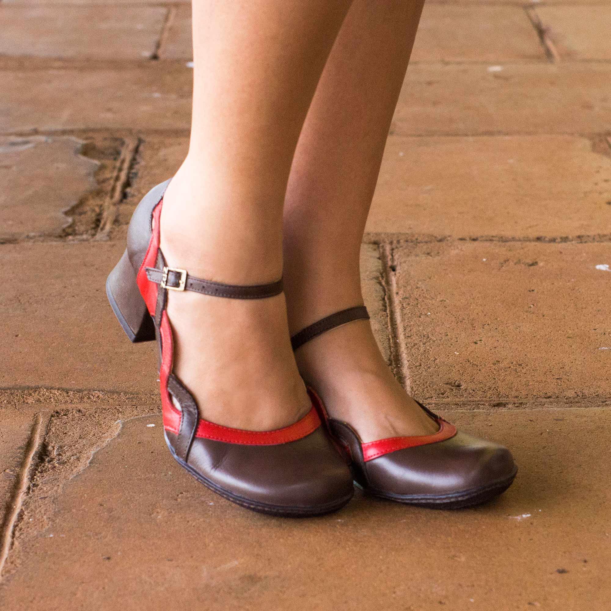 Sapato Boneca Retrô em couro Tress