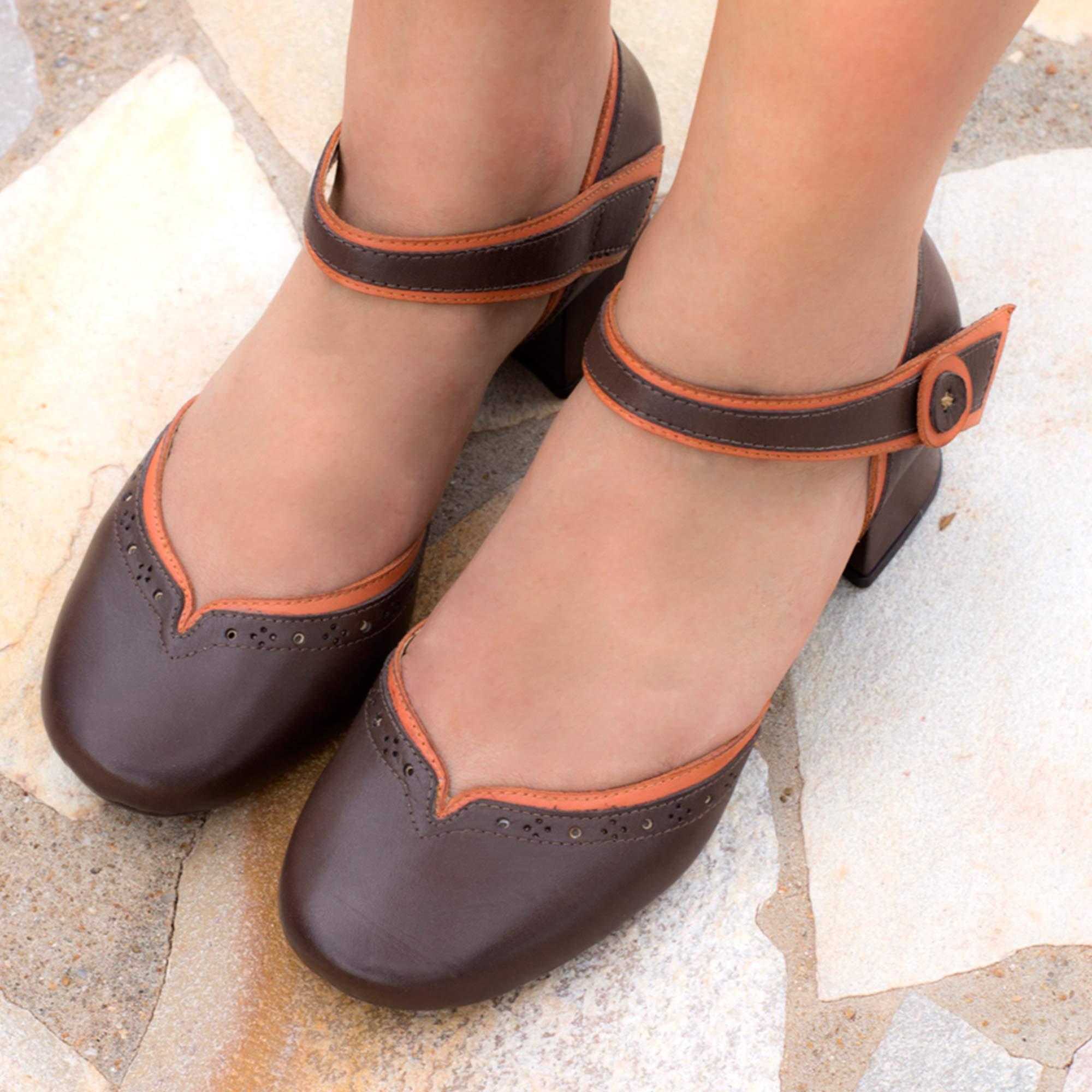 Sapato Retrô em couro Camélia